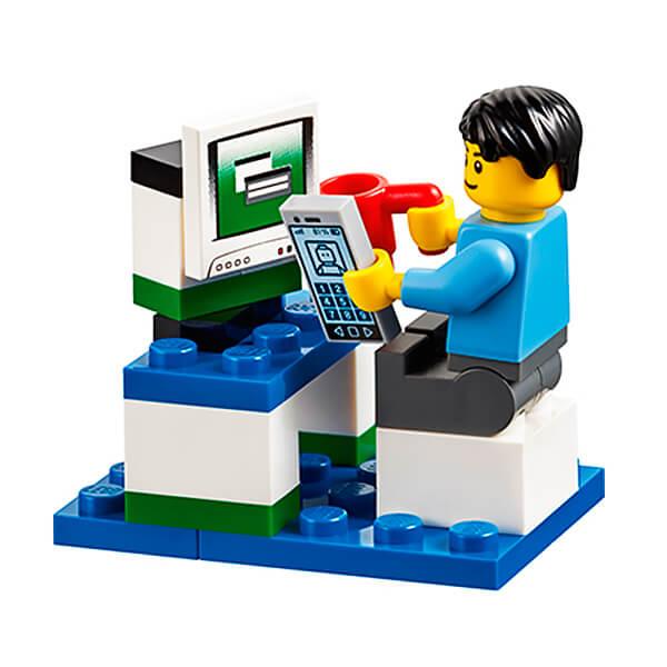 лего дупло человечек за компьютером